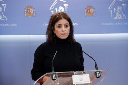 La portavoz del PSOE, Adriana Lastra, durante la rueda de prensa tras la reunión de la Junta de Portavoces del Congreso, este miércoles.