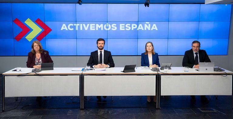 El líder del PP, Pablo Casado, junto a Ana Pastor, Enrique López y Elvira Rodríguez.
