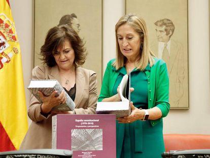 La presidenta del Congreso de los Diputados, Ana Pastor, y la vicepresidenta del Gobierno, Carmen Calvo en el Congreso.