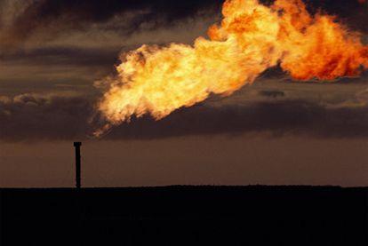 Chimenea de una planta de gas en Tierra de Fuego (Argentina).