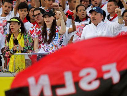 El presidente nicaragüense Daniel Ortega, su esposa, la vicepresidenta Rosario Murillo) y su hija Camila Ortega, asisten en julio de 2019 a la conmemoración del 40 aniversario de la Revolución Sandinista.