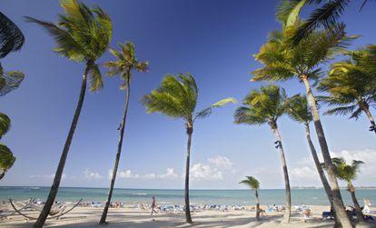 Playa frente al hotel Ritz Carlton en Isla Verde, al noreste de Puerto Rico.