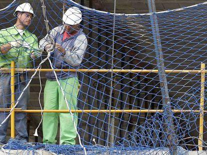 Dos trabajadores de la construcción