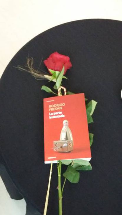 La libro de Fresán que le regaló Soraya Sáenz de Santamaría a Collboni.