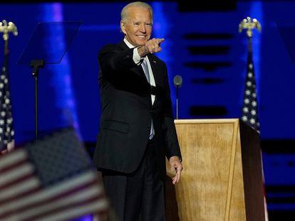 Joe Biden saluda a la multitud tras dar el discurso de este sábado en Wilmington (Delaware).