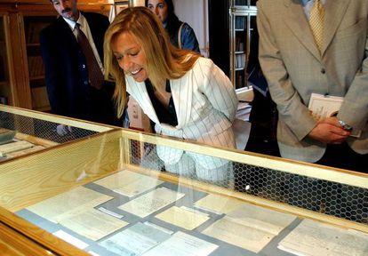 Marina Castaño, durante la inauguración de una exposición en la Fundación Cela de Iria Flavia, en 2003.