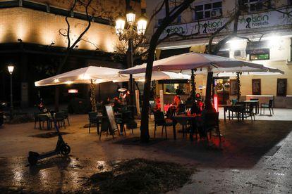Varios clientes en una terraza de Madrid, el pasado viernes 22.