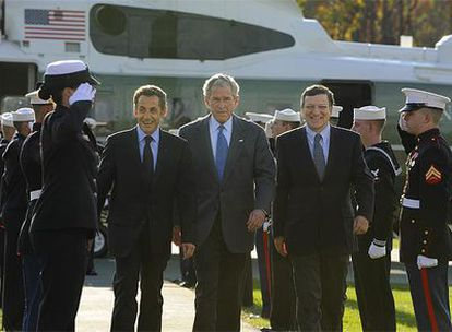 George W. Bush, José Manuel Durao Barroso y Nicolas Sarkozy durante su comparecencia en Camp David