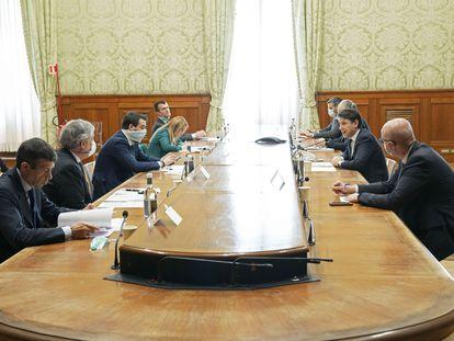 Encuentro entre el Gobierno y la oposición en Italia, el pasado 1 de abril en el Palacio Chigi, sede del Ejecutivo italiano, en Roma.