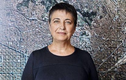 Rosa Alarcón, regidora de Movilidad de Barcelona. Periodista de formación y especializada en comunicación política, ha trabajado en los 10 últimos años en el Ayuntamiento de L'Hospitalet de Llobregat (Barcelona) como directora de Servicios del Gabinete de la Alcaldía y previamente como jefa del gabinete de alcaldía. Anteriormente trabajó en el Ayuntamiento de Barcelona, en distintos puestos.
