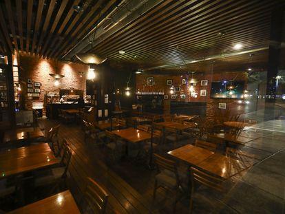 Un restaurante vacío en Avenida Reforma en la Ciudad de México.