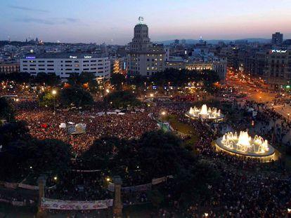 Acampada de los indignados en la plaza de Catalunya en 2011.
