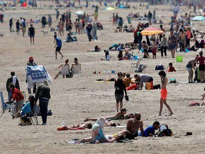 Playa de la Malva-rosa, en Valencia, este sábado.