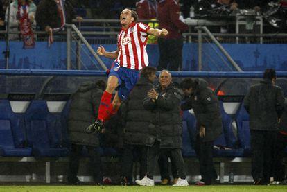 El uruguayo, autor de los dos goles, ha sido la estrella del encuentro. En la imagen celebra el primero.