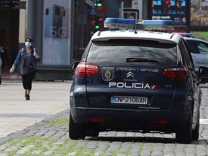 Un coche de la Policía Nacional, este miércoles en Las Palmas de Gran Canaria.