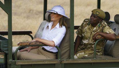 La primera dama Melania Trump en un safari en Kenia, África.