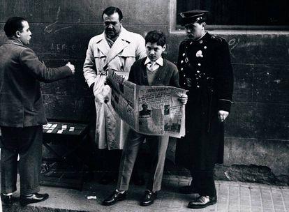 Una fotografía de Leopoldo Pomés de su libro 'Barcelona 1957'.