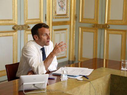 Emmanuel Macron en una videoconferencia con la viróloga Françoise Barre-Sinoussi, el 16 de abril.