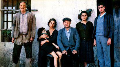 El reparto de 'Los santos inocentes' (1984), dirigida por Mario Camus.