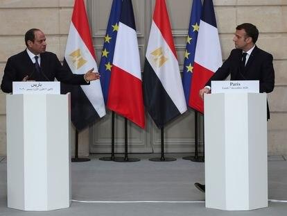 El presidente egipcio, Abdelfatá al Sisi, y el francés, Emmanuel Macron, este lunes en París.