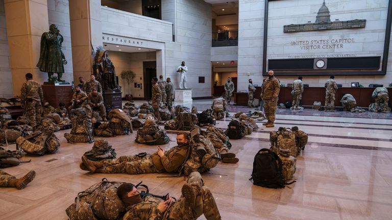 La Guardia Nacional pasó la noche en la Cámara de Representantes como medida preventiva.