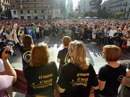 Miembros de la Asociación de Víctimas del Metro, en una de las concentraciones que durante años convocaron en Valencia para pedir justicia.