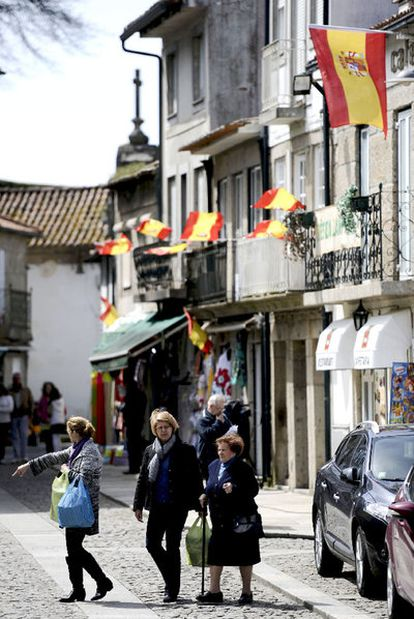 Banderas españolas ondean en Valença do Minho.