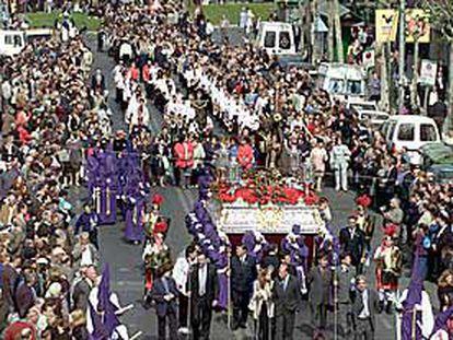La procesión organizada por la Cofradía 15+1 de L´ Hospitalet es la que reúne más público en la Semana Santa catalana.