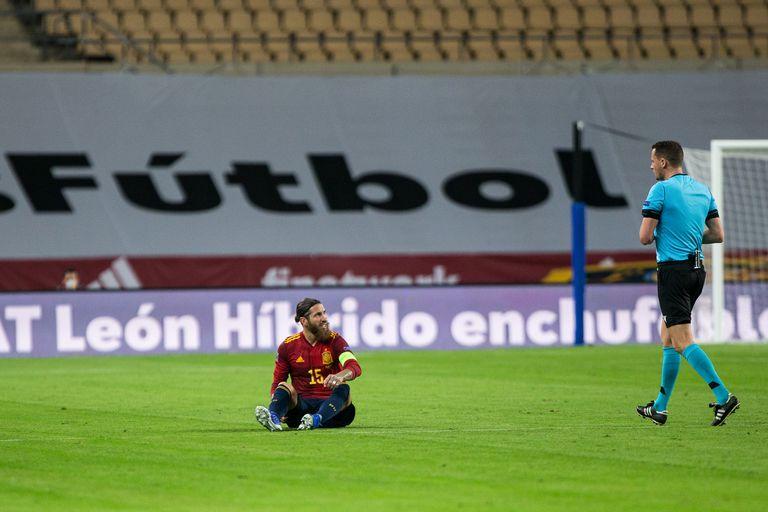 Sergio Ramos, lesionado en el partido contra Alemania.