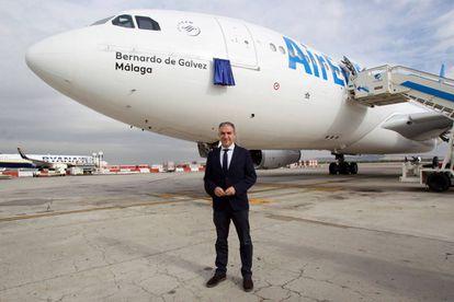 El presidente de la Diputación de Málaga, Elías Bendodo, durante el bautismo del avión Bernardo de Gálvez.