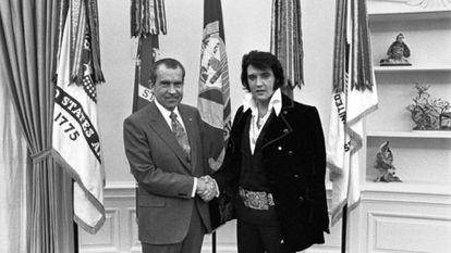 Imagen del auténtico encuentro entre Richard Nixon y Elvis Presley.