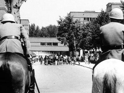 Manifestación de estudiantes en el campus de la Universidad Complutense de Madrid, en mayo de 1968.