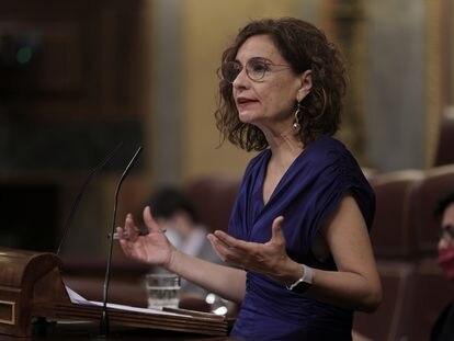 La ministra de Hacienda y Función Pública, María Jesús Montero, este miércoles en el Congreso, donde defendió la convalidación del decreto para regularizar a los interinos.