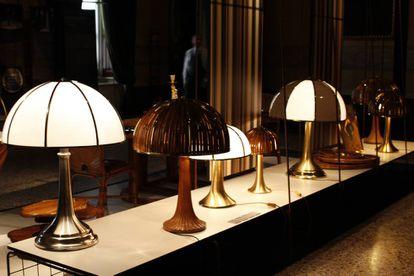 Luminarias Fungo, de Gabriella Crespi, en la exposición 'The Sign and the Spirit', una restrospectiva inaugurada en Milán el 23 de septiembre de 2011. |