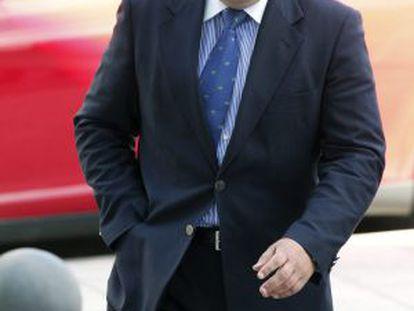 El abogado Luciano Prado llega al juzgado de Lugo.