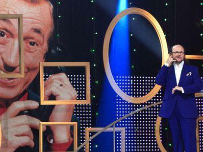 Santiago Segura, conductor de el programa Arriba ese ánimo, en homenaje al humorista Miguel Gila.