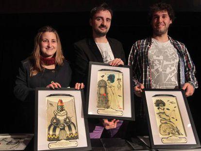 El director del certamen, Josemi Beltran, (centro) junto a dos miembros del jurado en la presentación del palmarés de premios.