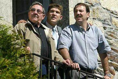 El número dos cubano, Raúl Castro, este mes en Lugo, acompañado por su hijo (derecha) y su nieto (centro).