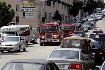 El corte eléctrico ha sumido a la ciudad en el caos circulatorio.