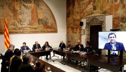 La mesa de formaciones y entidades independentistas, reunida en la sede de la Generalitat.