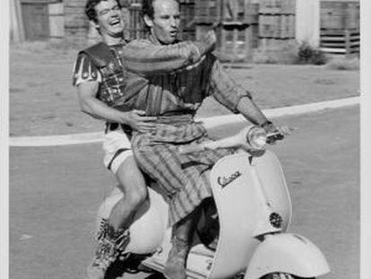 Stephen Boyd y Charlton Heston en los estudios Cinecittà, durante el rodaje de 'Ben-Hur' en 1959.