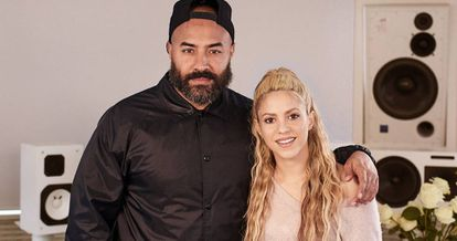 Shakira junto a Ebro Darden.