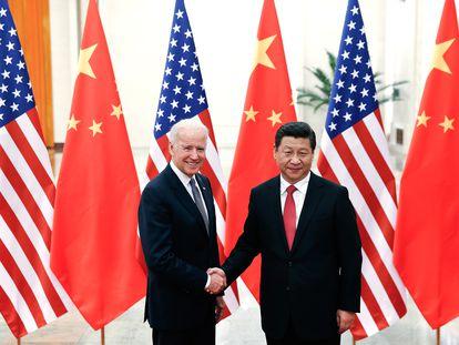 Joe Biden y Xi Jinping, en una imagen de diciembre de 2013, en Beijing (China).