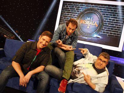 Carlos Latre, Edu Soto y Florentino Fernández en el plató de 'Me resbala'.