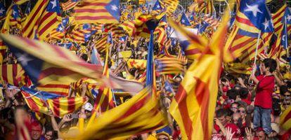 Manifestantes en la Diagonal de la capital catalana el día de la Diada.