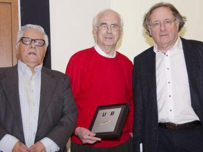 De izquierda a derecha, Bastenier, Espinàs y Ramoneda.