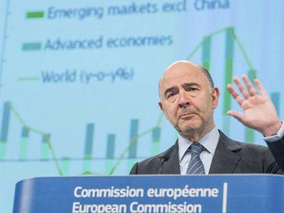 El comisario Moscovici, durante su rueda de prensa.