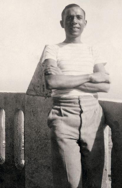 El poeta Miguel Hernández, en una fotografía tomada en Cartagena (Murcia) en el año 1933