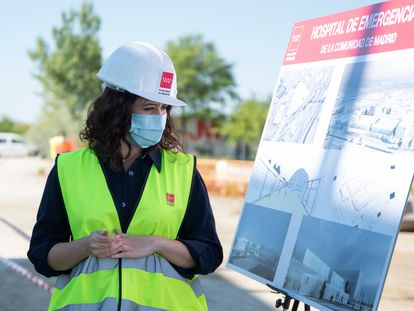 Isabel Díaz Ayuso en la visita a construcción del nuevo hospital de Emergencias.