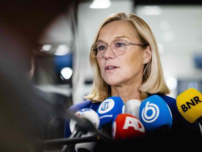 La ministra de Exteriores holandesa, Sigrid Kaag, en una rueda de prensa este jueves en La Haya tras su dimisión.